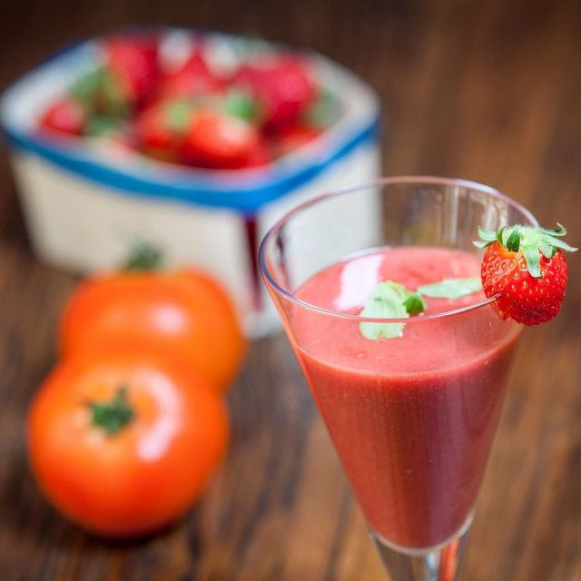 Spaniards have long known that there is nothing better than Gazpacho to stay hydrated in the hot and dry Spanish Summer.  This innovative recipe adds strawberries to traditional Gazpacho providing for a super hydrating vitamin C rich Gazpacho that is not only delicious but will keep you fresh, hydrated and give your skin a boost.  Click the link in our bio to get the recipe and learn more about Ellactiva®, the only supplement that uniquely combines superior Bioactive Collagen Peptides® with prebiotic fibre, vitamins and minerals in a delicious soft chew.Enjoy!